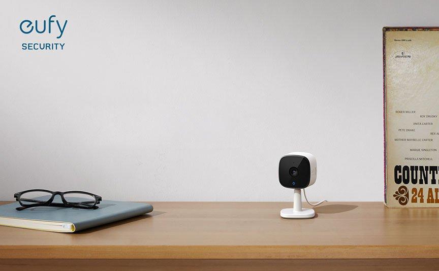 كاميرا يوفي 2 كيه للاستخدام الداخلي من يوفي - اسود وابيض، قابس يو كيه